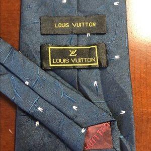 LOUIS VUITTON 100% Silk Seide Made in Italy